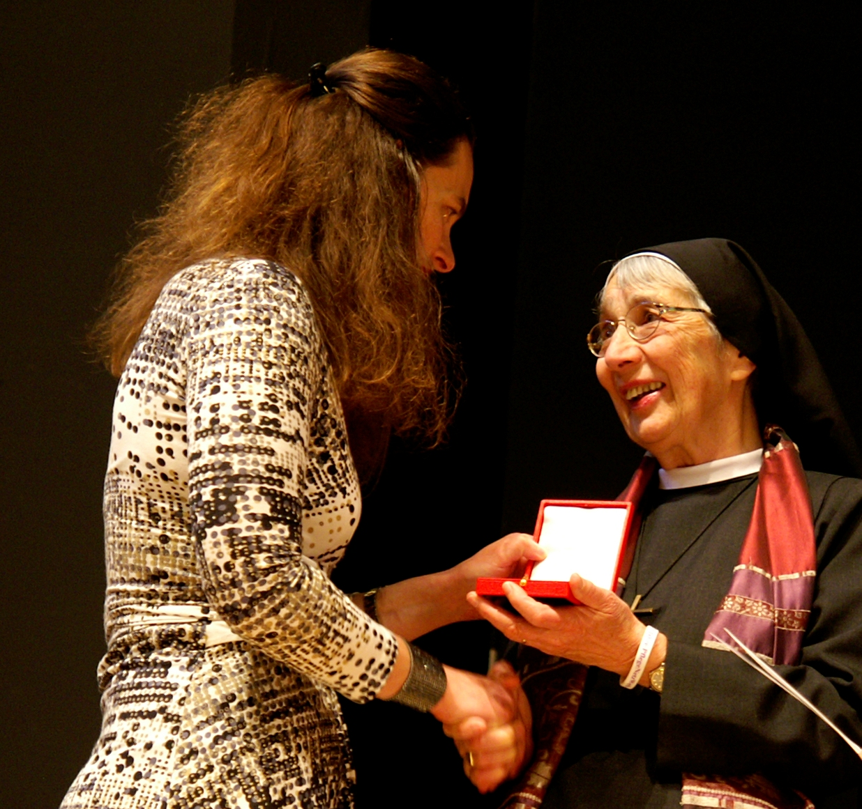 Hohe staatliche Ehrung für Sr. Liliane Juchli: Goldenes Ehrenzeichen für Verdienste um die Republik