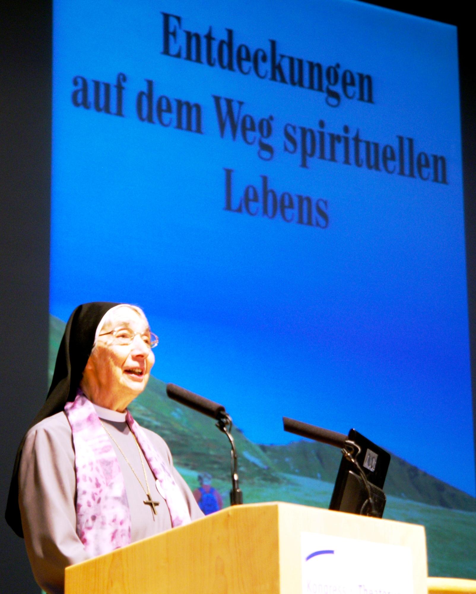 Dr.h.c. Sr. Liliane Juchli (79, Schweiz)